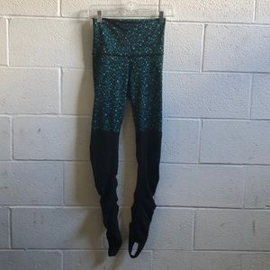 Lululemon green/black hi waist stirrup legging sz4